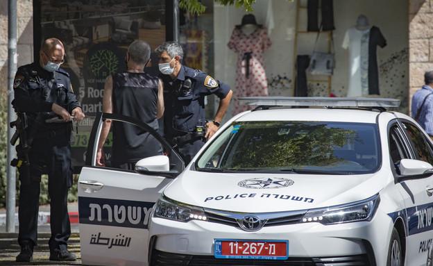 משטרה קורונה מסכות ניידת (צילום: אוליבר פיטוסי, פלאש 90)