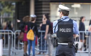 שוטר גרמני (צילום: shutterstock_By Tobias Arhelger)
