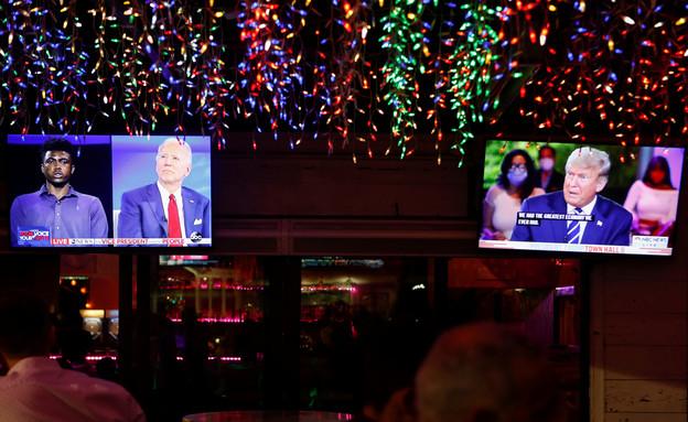 טראמפ וביידן מתראיינים במקביל (צילום: רויטרס)