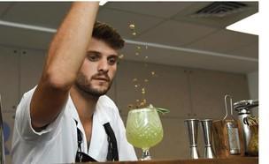 נועם אברג'יל (צילום: האינסטגרם של Astro Cocktails, מתוך האינסטגרם של ניבר מדר)