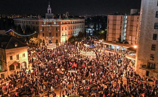 הפגנות בבלפור - כיכר פריז (צילום: בן כהן)