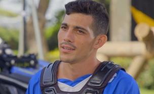 """דקל בוארון מתכונן למסלול (צילום: מתוך """"נינג'ה ישראל 2021"""", קשת 12)"""