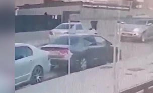יריות לעבר בית קשישה בבאר שבע (צילום: מצלמות אבטחה)