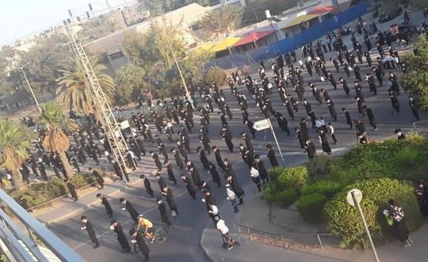 מחאה המונית בערד (צילום: קבוצת מחאת החרדים הקיצוניים)