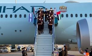 """טיסה מסחרית ראשונה מאבו דאבי נחתה בנתב""""ג"""