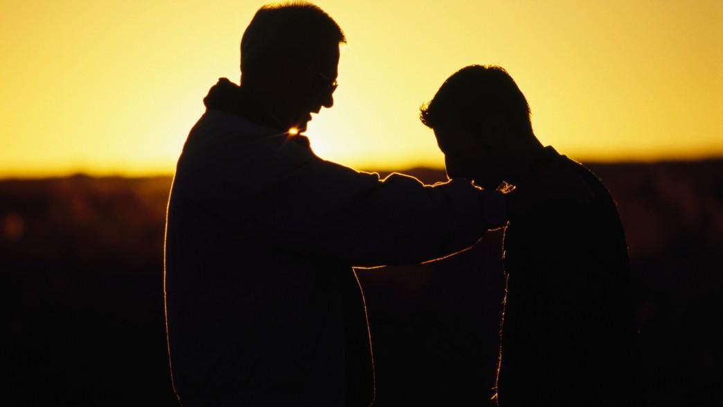 אבא ובן בצלליות (צילום: אימג'בנק / Thinkstock)