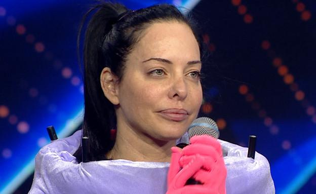 """מיכל אמדורסקי היא הפטריה (צילום: מתוך """"הזמר במסכה"""", קשת 12)"""