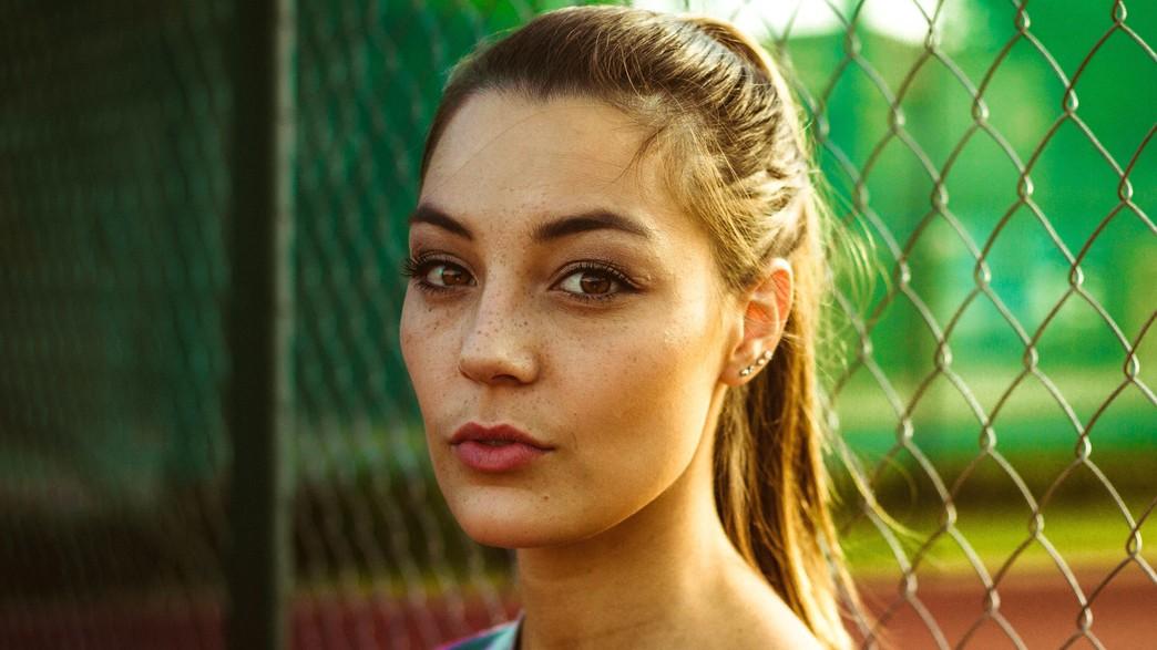אישה צעירה  (צילום: alex lambley-unsplash)