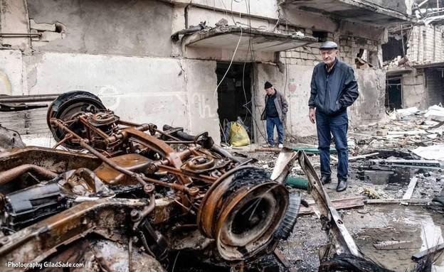 בניין מגורים שנפגע מהפגזה אזרית על סטפנקרט, בירת החבל (צילום: גלעד שדה)