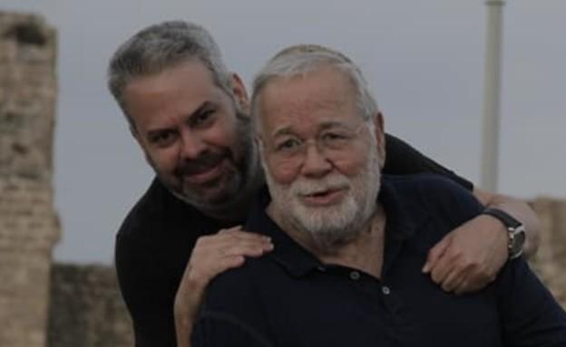 יהודה בארקן ובנו רועי (צילום: facebook)