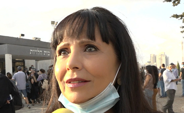 """ישראל נפרדת מיהודה בארקן (צילום: מתוך """"ערב טוב עם גיא פינס"""", קשת 12)"""