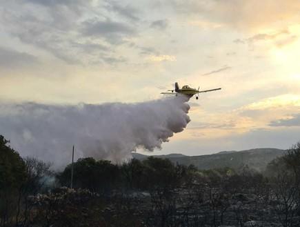 שרפה במושב מנות (צילום: כבאות והצלה)