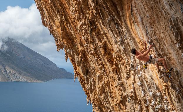 טיפוס במערה המפורסמת גרנדה גרוטה (צילום: יונתן הוניג)