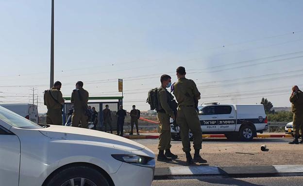 ניסיון חטיפת נשק בשער אפרים (צילום: קבוצת ל.מ)