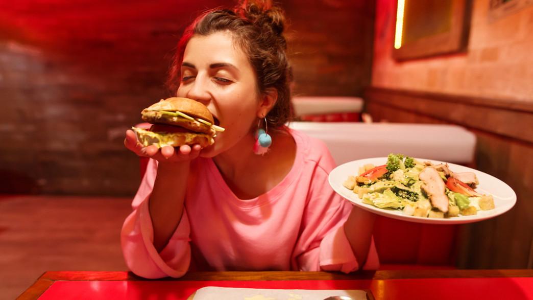 אישה אוכלת הרבה (צילום: khrystyna boiko, shutterstock)
