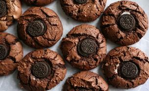 עוגיות שוקולד פאדג' עם מיני אוראו  (צילום: קרן אגם, אוכל טוב)