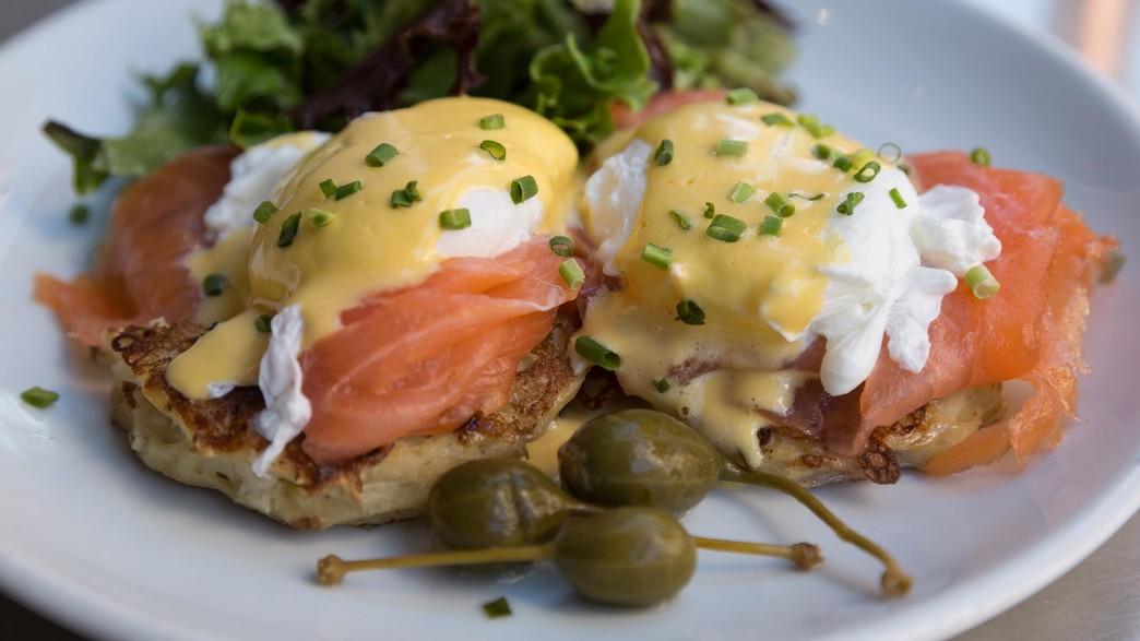 סלמון עם ביצים (צילום: John Baker / unsplash)