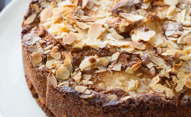 עוגת תפוחים וקינמון שלמה (צילום: קרן אגם, אוכל טוב)