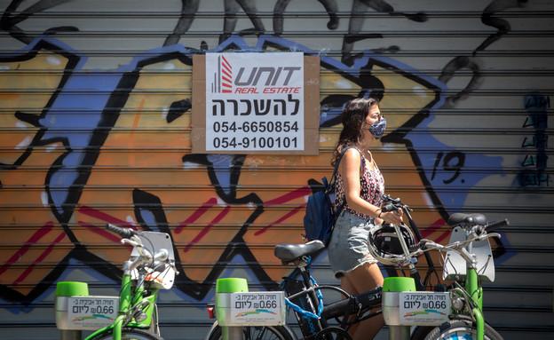 שלט להשכרה על חנות שנסגרה בתל אביב (צילום: מרים אלסטר, פלאש 90)