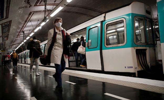 המטרו בפריז (צילום: רויטרס)