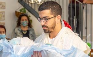 חנן בן ארי ובנו השישי. ספטמבר 2020 (צילום: אינסטגרם)
