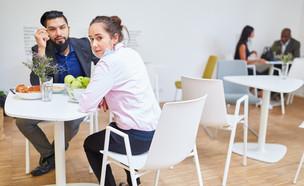 הפסקת אוכל בעבודה (צילום: By Robert Kneschke, shutterstock)
