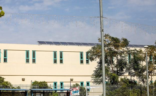 פאנלים סולארים - בית ספר אלונים - פרדס חנה-כרכור (צילום: שלומי יוסף)