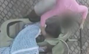 """השכנה תיעדה מהחלון התעללות בילד (צילום: מתוך """"חדשות הבוקר"""" , קשת 12)"""
