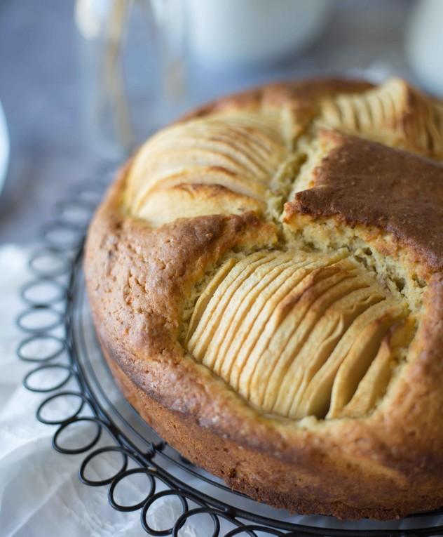 עוגת תפוחים שקועים בלי אבקת סוכר