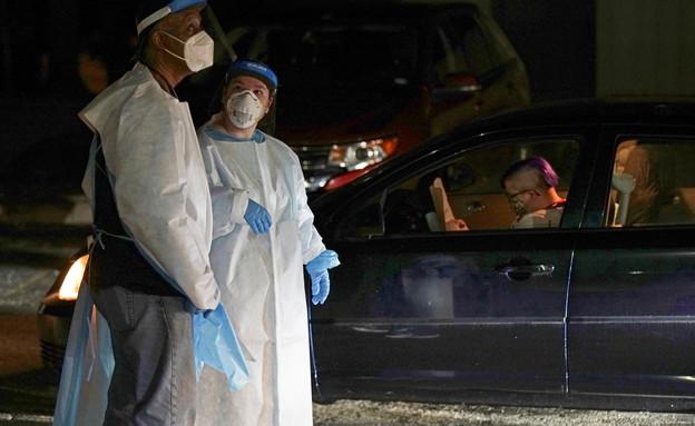 """בדיקות קורונה ארה""""ב (צילום: reuters)"""