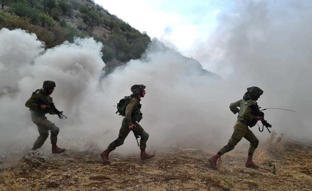 חיילי צנחנים באימון בחרמון (צילום: N12)