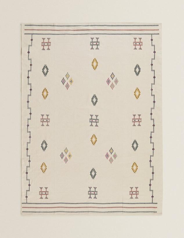 שטיחים 2020, ג, שטיח מכותנה עם רקמה, ZARA HOME (צילום: יחצ חול)