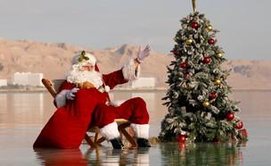 סנטה קלאוס בים המלח (צילום: reuters)