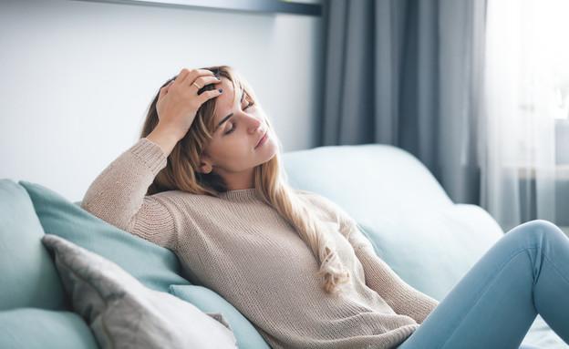 אישה עייפה (צילום:  Leszek Glasner, shutterstock)