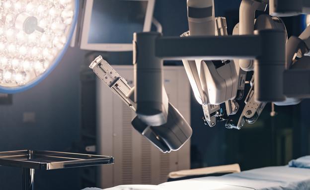 בינה מלאכותית בבית חולים, ניתוח, רובוט (צילום: shutterstock)