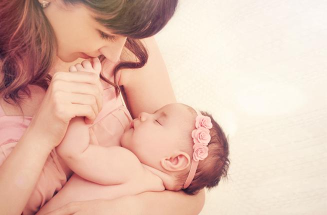 אמא ותינוקת (צילום: By misfire_studio, shutterstock)