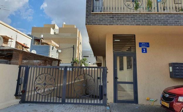 רחוב נדב 2 כיום, הבניין שבו אירע אסון המעלית (צילום: החדשות12)