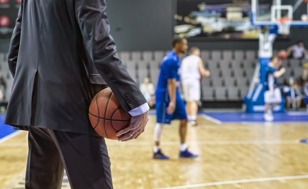 מאמן כדורסל, אילוסטרציה (צילום: PhotoProCorp, Shutterstock)