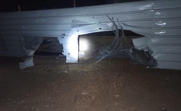 מפעל באשקלון שבו נחתה רקטה ששוגרה מעזה (צילום: משטרת ישראל)