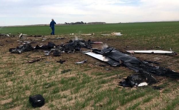 """מטוס קל התרסק בנגב (צילום: מד""""א)"""