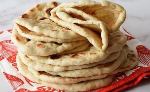 פיתות עיראקיות (צילום: רות אופק, אוכל טוב)