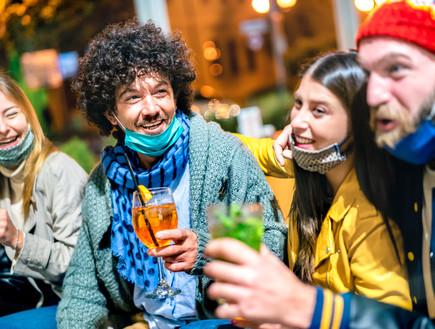 מסיבות אחרי הקורונה (צילום: shutterstock By View Apart )