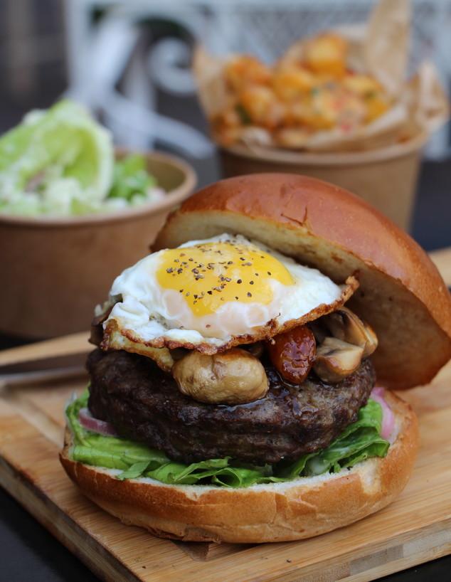 המבורגר בפופ אפ של זליק (צילום: גל קולוג, יחצ)