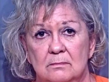 """ארה""""ב: בת 66 דקרה את עצמה באיבר המין כדי לטשטש את הרצח של בעלה"""