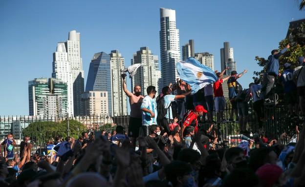 רחובות ארגנטינה סוערים. הלוויתו של מראדונה (צילום: רויטרס)