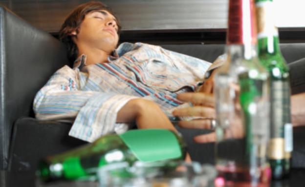 גבר שיכור (צילום: אימג'בנק / Thinkstock)