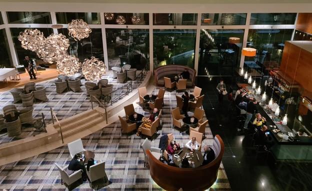 המלון בשעה תשע בערב אתמול (צילום: באדיבות המצלם)