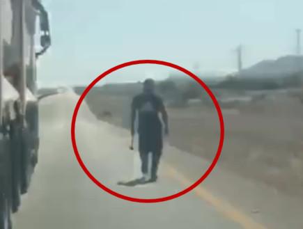 """פחד בדרך לאילת: """"הנהג עצר באמצע הכביש ויצא אלינו עם מוט ברזל"""""""