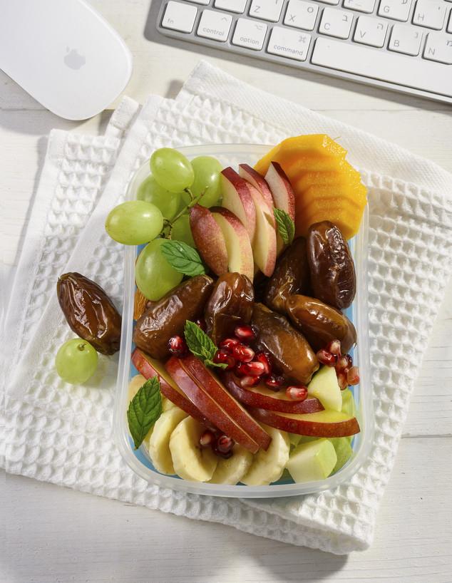 תמרים ופירות אחרים (צילום: חגית גורן, בהפקה עבור מועצת הצמחים)
