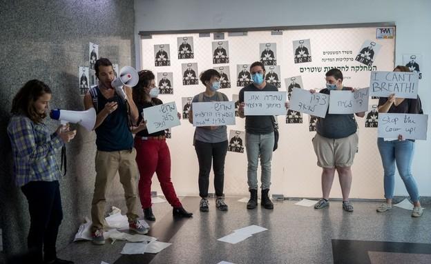 """מחאה במשרדי מח""""ש בעקבות הריגת איאד אל-חלאק (צילום: יונתן זינדל, פלאש 90)"""